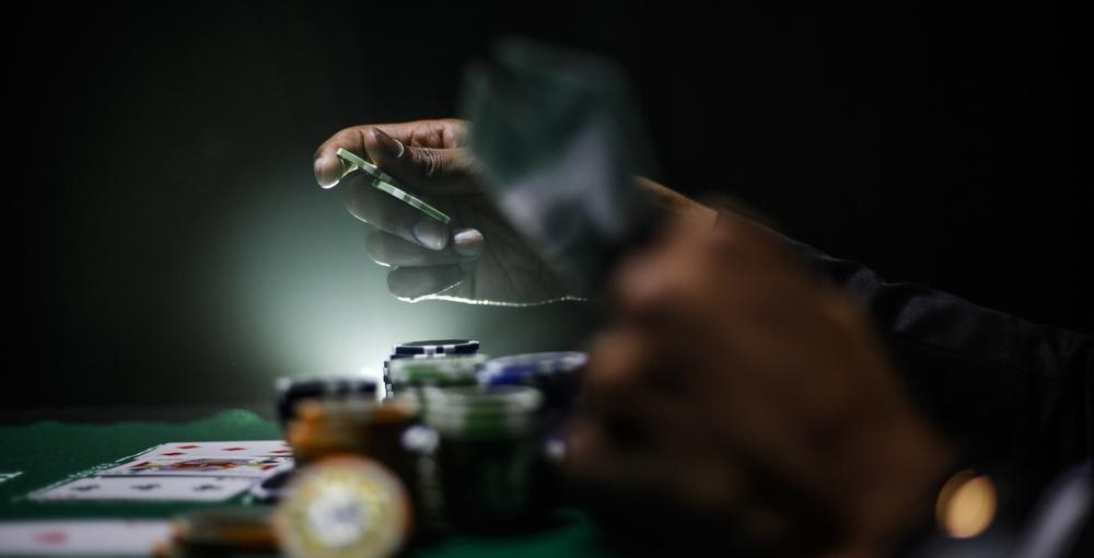 Как да станем професионални покер играчи