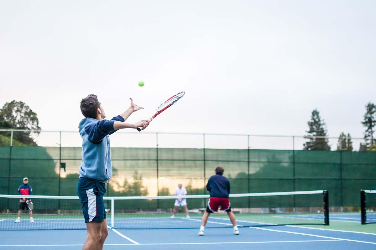 Как се играе тенис на корт – Ръководство за начинаещи